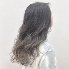 Ashy silver~ When you use Danielle Shaw-Carrier.official no yellow shampoo, if y… - All For Hair Cutes Brunette Hair Cuts, White Blonde Hair, Dyed Blonde Hair, Ombre Hair Color, Cool Hair Color, Shot Hair Styles, Curly Hair Styles, No Yellow Shampoo, Dark Hair With Highlights