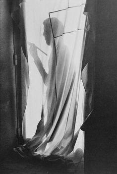 Painter by Henri Cartier-Bresson. S)