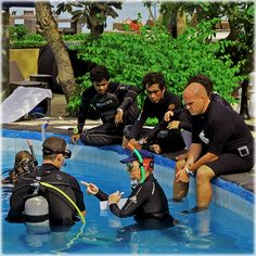 Do you love scuba diving? Do you want to take it further and gain a successful career in teaching recreational scuba diving? The IDC Gili Islands can help you to make your dreams come true. We are the first established PADI Career Development Center in the Gili Islands and have the only resident full time Platinum PADI Course Director.