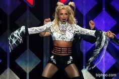 Britney Spears Mobbed In Israel