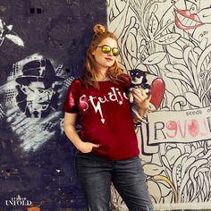 Stylisches Plussize-Shirt in Bordeauxrot ist bei unseren New Arrivals im August 2016 mit dabei -> http://www.studio-untold.com/?campaign=su/sm/pinterest #plussize #style #shirt #red #plussizefashion #studiountold #fashion