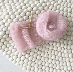 K n i t t i n g  I n s p i r a t i o n  #knitting #knittinglove #knittingtime #myhomevibe #fridayvibes #sukhimatot #sukhi @sukhimatot #wool #handmade #mohairwool #wohneninweiss #formybaby #skandinaviskehjem #skandinaavinenkoti #scandihome #scandinavianstyle #mynordicroom #mynordichome #inspiration #inspiración #knittingaddict #autumnvibes #woolart #interior123 #inspirationoftheday #mohairscarf
