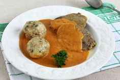 A legfinomabb zsemlegombóc receptje vadashoz - Recept My Recipes, Cooking Recipes, Favorite Recipes, Hungarian Recipes, Hungarian Food, Food Crush, Hummus, Bacon, Curry