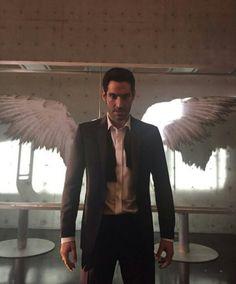 Tom Ellis - Lucifer wings