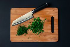 Learn Knife Skills in Seattle. When it comes to knives, a chef's best friend is a sharp knife. Proper knife techniques not only increase efficiency and speed . Cooking Classes, Cooking Tips, Cooking Recipes, Cooking Games, Cooking Pasta, Cooking Dishes, Oven Cooking, Pressure Cooking, Giada Cooking