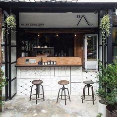 Home Decoration Ideas For Wedding Small Coffee Shop, Coffee Shop Bar, Coffee Store, Coffee Cafe, Cafe Shop Design, Coffee Shop Interior Design, Coffee Design, Mini Cafe, Cafe Concept