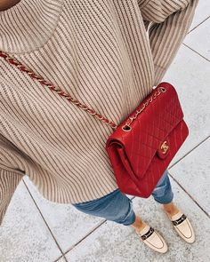 Tan oversized sweater (tts - XS) Levi's ripped jeans (tts - Gucci Princetown canvas mules (tts - Chanel red handbag (linked similar styles) Fall Winter Outfits, Autumn Winter Fashion, Fall Fashion, Winter Looks, Sandro, Jackson Instagram, Outfits Mujer, Chanel Outfit, Fashion Jackson