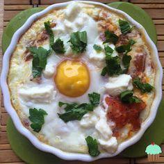 Dietetyczne przepisy: Jajka zapiekane w pomidorach Appetizers, Eggs, Breakfast, Food, Morning Coffee, Appetizer, Essen, Egg, Meals