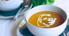 The curry powder and the coconut milk gives this vegetarian and vegan soup an unusual flavour. It is also low GI. Pumpkin Sweet Potato Soup, Vegan Potato Soup, Baked Potato Soup, Pumpkin Soup, Vegan Soup, Vegetarian Soups, Easy Delicious Recipes, Easy Soup Recipes, Healthy Recipes
