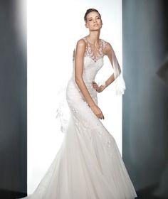 Bridal veil V-2325 as accessory | Pronovias