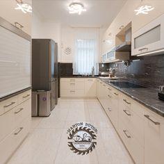 Modern, elegáns konyhabútor nemcsak megjelenésében, de felszereltségében is. Konyhai eszközeink tárolásának megfelelő kialakítása óriási előny a házimunkában. Hogy minden kézre álljon, érdemes időt szentelni ennek megtervezésére. Decor, Cabinet, Kitchen, Home Decor, Kitchen Cabinets