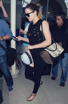 e5f25fc34ba Khloe Kardashian looks simply styliah as she arrives at the airport in an  all black outfit