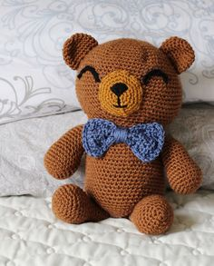 FREE PATTERN for professor cuddles: cuddly crochet amigurumi brown bear