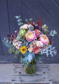 #bridalbouquet #wedding #bride #floral #ramodenovia #novia #boda #flores #flowers #flowerarrangement #sauvage #sauvageflowers #achilea #rose #vuvuzela #bouquet #laiaclaramunttallerfloral #sabadell #barcelona