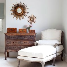 Neutral bedroom with chaise longue, antique chest of drawers and sunburst mirrors Interior Desing, Interior Ideas, Neutral Bedrooms, Master Bedroom Design, Bedroom Designs, Take A Seat, Ideal Home, Family Room, Relax