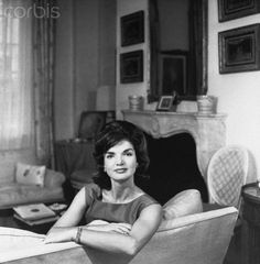 Jackie Kennedy's Skincare Routine Was Surprisingly Simple — InStyle Jaqueline Kennedy, Jacqueline Kennedy Onassis, Tailored Fashion, Beauty Routines, Skincare Routine, Wash Your Face, Flawless Skin, Jfk, Marie