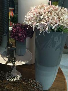 Vaso de Cerâmica Cinza  Medida: P- Atura 13cm X Diâmetro 5cm               G- Altura 40cm X Diâmetro 27cm