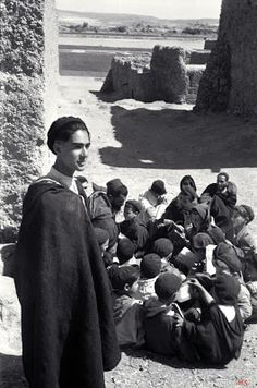 juifs berberes: Berber Jews of Southern Morocco, religious school, Taznakht, 1954 - Source: Elias Harrus