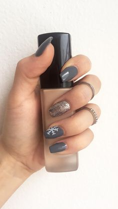 #winternails #nails #greynails #snowflake