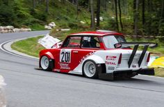 Trabant with mid-engine Honda motor - hillclimb East German Car, Touring, Honda, Ford Anglia, Vw Group, Engine Swap, Small Cars, Vintage Racing, Courses