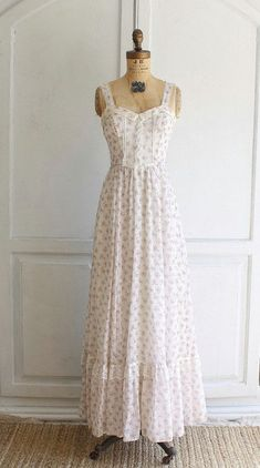Items similar to vintage GUNNE SAX floral maxi dress festival sun dress x-small on Etsy – Vintage Outfits Vestidos Vintage, Vintage Dresses, Vintage Outfits, 1970s Dresses, 70s Fashion, Trendy Fashion, Fashion Dresses, Fashion Vintage, Fashion Clothes