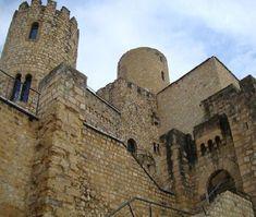 """CASTLES OF SPAIN - Castillo de Castellbell , Barcelona. Documentado desde el 979, figuraba en la dote matrimonial de la condesa Ermesenda, Fue propiedad de los Montcada en el siglo XIII, en el s.XIV pasaría a manos de Jaime Desfar, señor de Vacarisses. Sufrió diversas destrucciones especialmente la del 1485, cuando los """"remensas""""  (un gremio de campesinos sublevados) lo ocuparon violentamente, arrancaron y quemaron las quince puertas de las cámaras y derribaron la mitad de la torre."""