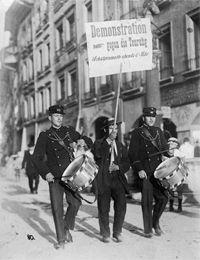 Die Schweiz im Ersten Weltkrieg. Transnationale Perspektiven auf einen Kleinstaat im totalen Krieg.  An vier Schweizer Universitäten untersuchen sechs Forschungsprojekte die historische Entwicklung des neutralen Landes während der Kriegsjahre.