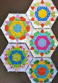 Patchwork n Play Hexagon Quilt, Quilt Block Patterns, Quilt Blocks, Quilting Tutorials, Quilting Projects, Sarah Fielke Quilts, Millefiori Quilts, Bright Quilts, Star Quilts