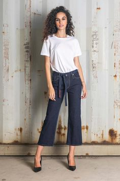 Jeans that are fitted on the hips and widen from thigh to ankles Jeans Fit, Flare Jeans, Thighs, Fall Winter, Denim, Chic, Fitness, Pants, Fashion