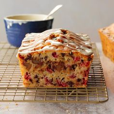 Tart berries, crunchy nuts and sweet chocolate are simply scrumptious when mixed together in this easy quick bread. Sometimes I'll top it off with an orange-flavored glaze. Cookie Recipes, Dessert Recipes, Bread Recipes, Vegan Desserts, Baking Recipes, Breakfast Recipes, Cranberry Orange Bread, Vintage Baking, Dessert Bread