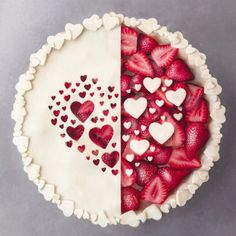 Left or Right? 🥧🍓💖 Strawberry pie with lots of hearts. Valentine's Day dessert idea! Beaux Desserts, Dessert Recipes, Dinner Recipes, Pastry Recipes, Plated Desserts, Pie Recipes, Sweet Recipes, Vegan Recipes, Sweets