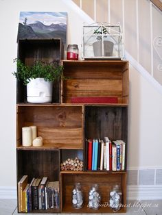 The Worst Dinner Guest: DIY Vintage Wine Crate Bookshelf - I love the two tone wood stain Bookshelf Inspiration, Home Decor Inspiration, Homemade Bookshelves, Diy Vintage, Vintage Wine, Vintage Ideas, Crate Tv Stand, Crate Bookshelf, Bookshelf Ideas