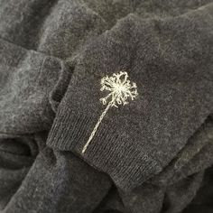 [Blume statt Loch] Finally my favorite cuddly cardigan is also repaired .- [Blume statt Loch] Endlich ist meine Lieblings-Kuschel-Strickjacke auch reparier… [Flower instead of hole] Finally my … - Sashiko Embroidery, Hand Embroidery Designs, Cross Stitch Embroidery, T-shirt Broderie, Embroidery On Clothes, T Shirt Embroidery, Sew Ins, Diy Clothes, Sewing Crafts