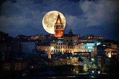 Galata Kulesi, İstanbul'un Galata semtinde bulunan ve şehrin en önemli sembollerinden biri olan 528 yılında inşa edilmiş bir kuledir. Kuleden İstanbul Boğazı, Haliç ve İstanbul, panoramik olarak izlenebilmektedir.