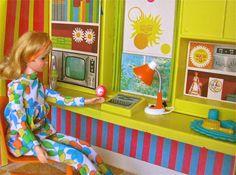 My Vintage Barbie Doll Illustrations - So cool, Francie doll house! I love mine! Barbie Car, Barbie House, Barbie And Ken, Barbie Clothes, Barbie Diorama, Dawn Dolls, Doll Display, Vintage Barbie Dolls, Barbie Furniture