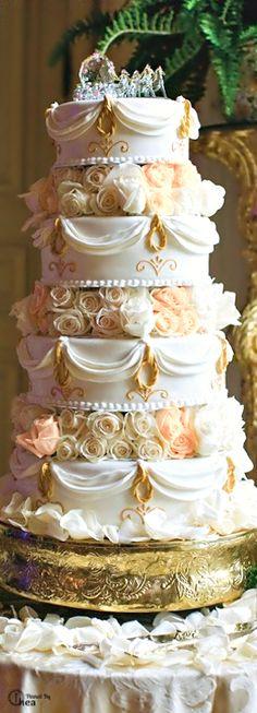 White and Gold Wedding Cake with Blush mix flowers. Beautiful Wedding Cakes, Gorgeous Cakes, Pretty Cakes, Amazing Cakes, Extravagant Wedding Cakes, Fancy Cakes, Big Cakes, Macaron, Love Cake