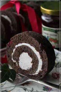 Black cocoa and cranberry roll ココアとクランベリーのロールケーキ