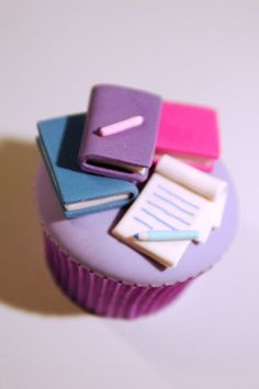 Books Cupcakes - we might need to order these for our launch Cupcakes Fondant, Book Cupcakes, Cupcake Art, Themed Cupcakes, Cute Cupcakes, Baking Cupcakes, Cupcake Cookies, Cupcakes Design, Cupcake Toppers