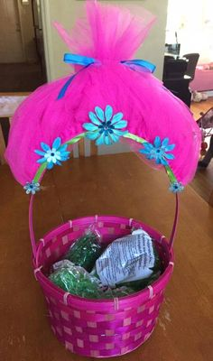 60 diy easter basket ideas for 2017 homemade easter baskets 55 easter bunny decor ideas for a colorful easter creative easter basket negle Image collections