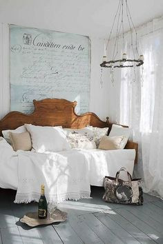 Adding That Perfect Gray Shabby Chic Furniture To Complete Your Interior Look from Shabby Chic Home interiors. Home Interior, Interior And Exterior, Interior Design, Beautiful Bedrooms, Beautiful Homes, French Daybed, Deco Champetre, Home And Deco, Design Case