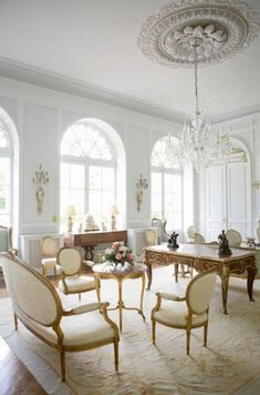 her billowing heart - Cassiopeia French Interior, Classic Interior, French Decor, Modern Interior Design, French Living Rooms, Living Room Modern, Home Living Room, Living Room Decor, Classic Living Room