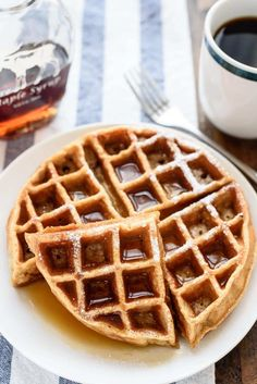 Whole Wheat Waffles: Surprise! Nothing makes scrumptious waffles better than applesauce, baked in. Click through to find more homemade apple sauce recipes. Healthy Fast Food Breakfast, Healthy Waffles, Fast Healthy Meals, Breakfast Recipes, Eat Healthy, Breakfast Ideas, Healthy Mummy, Healthy Recipes, Breakfast Dishes