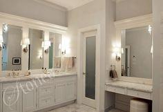 Łazienka z blatami z jasnego marmuru