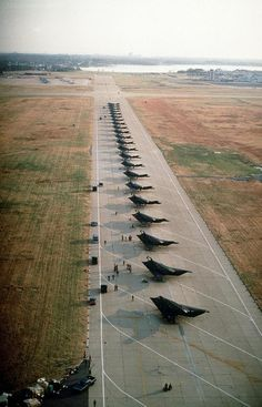 Lockheed Stealth fighter aircraft at the Tonopah test range Stealth Aircraft, Fighter Aircraft, Fighter Jets, Stealth Bomber, Military Jets, Military Aircraft, Military Life, Carros Lamborghini, Boats