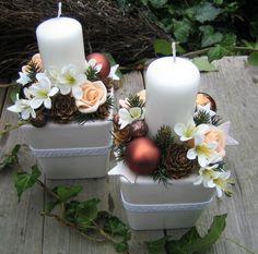Adventní+svícny+s+růžičkami+Adventní+svícínky+v+keramických+obalech+jsem+doplnila+vánočními+doplňky,+pěnovými+růžemi,+šiškami,+drobnými+kvítky+a+krajkou.+Šířka+je+cca+9cm+a+výška+cca+17cm+-+měřeno+s+nazdobením.+Velmi+trvanlivá+vánoční+dekorace,+zeleň+je+umělá.Ve+své+nabídce+mám+také+další+dekorace+ve+stejném+stylu+a+barevnosti.+Cena+je+uvedena+za+jeden... Christmas Diy, Christmas Wreaths, Xmas Decorations, Pillar Candles, Floral Arrangements, Centerpieces, Candle Holders, Candelabra, Flowers