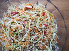 cabbage, carrot and apple salad Apple Salad Recipes, Cabbage Recipes, Healthy Recipes, Chicken Salad With Apples, Grilled Chicken Salad, Salad Dishes, Food Salad, Carrot Slaw, Cabbage Salad