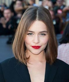 Emilia Clarke Chin-Length Bob - The UnderCut Bob Hairstyles 2018, Inverted Bob Hairstyles, Try On Hairstyles, Medium Bob Hairstyles, My Hairstyle, Trending Hairstyles, Straight Hairstyles, Emilia Clarke Hair, Belle