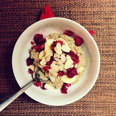 fitshaker_blog_quinoa_ranajky_3 Quinoa, Sweet Recipes, Acai Bowl, Fitness, Healthy Snacks, Healthy Lifestyle, Oatmeal, Recipies, Brunch