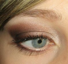 http://www.robedelamariee.com/wp-content/uploads/2009/04/maquillage-mariee-oeil.jpg