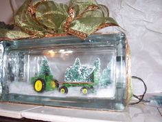 John Deer glass block night light - This is also a good idea to make a car scene with. What a great diy gift idea! Christmas Glass Blocks, Christmas Signs Wood, Christmas Lanterns, Christmas Projects, Christmas Ideas, Xmas, Glass Cube, Glass Boxes, Brick Crafts